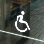 「車椅子」と「車いす」表記、なぜ平仮名交じり表記が使われるのか?