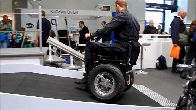 開発中の車椅子