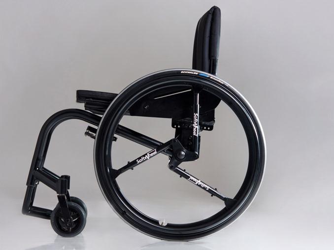 SoftWheelを使用した車椅子
