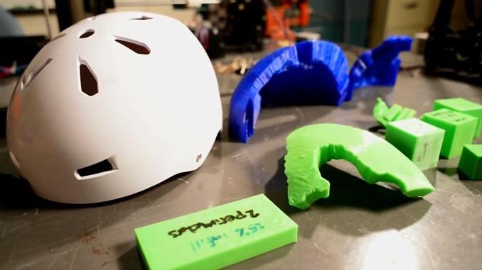 3Dプリンターで作成された脳波検知用ヘルメット