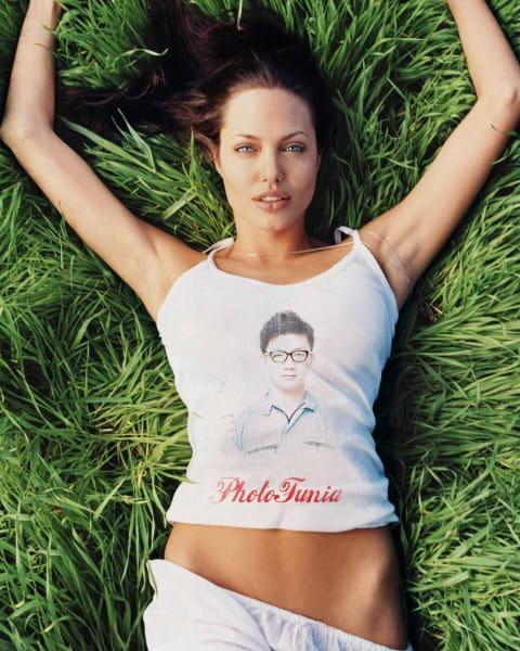 アンジェリーナジョリーが着てるTシャツに