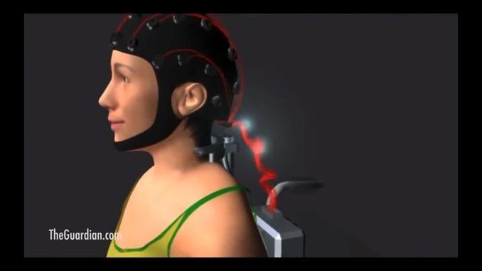 脳波がパワードスーツに送られる