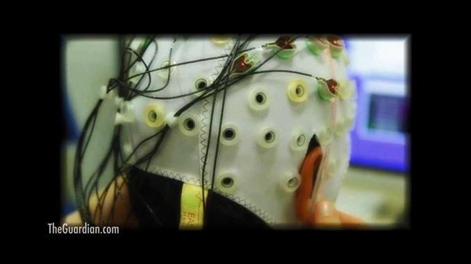 脳波測定器をつけて練習