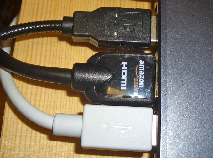 アマゾンのHDMI→DVIケーブル
