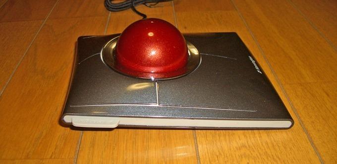 Kensington SlimBlade Trackballの真横からのアングル