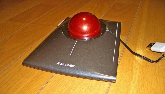 Kensington SlimBlade Trackball斜め右下からのフォルム