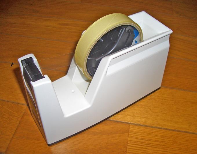 コクヨのテープカッターカルカットにセロテープを取り付けたところ