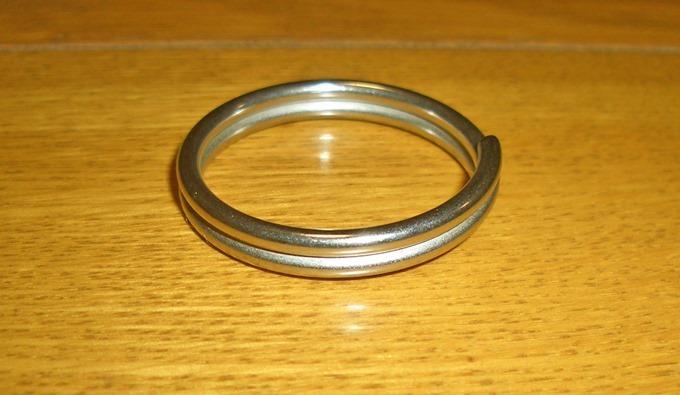 丸い形状のリング