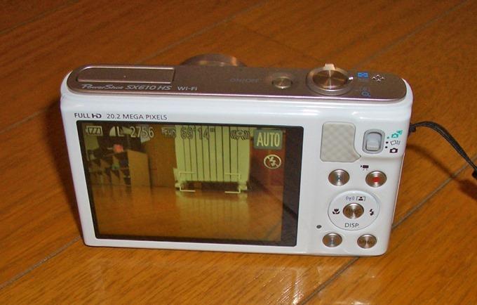 PowerShot SX610の液晶モニターを点けた状態