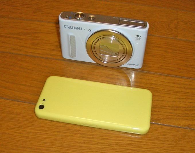 PowerShot SX610の大きさをiPhone5Cと比較