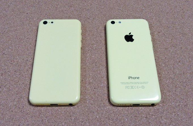 実物のiPhone 5Cとモックアップを比較