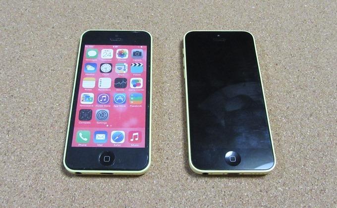 静物なiPhone 5Cとモックアップのオモテ面を比較