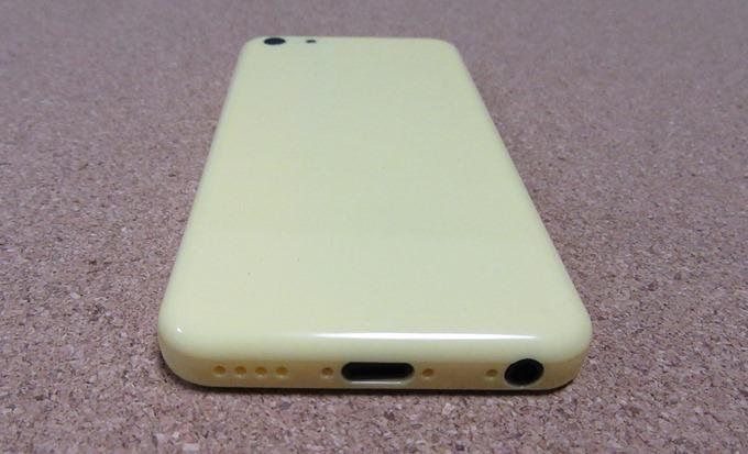 iPhone 5Cモックアップの接続端子部分