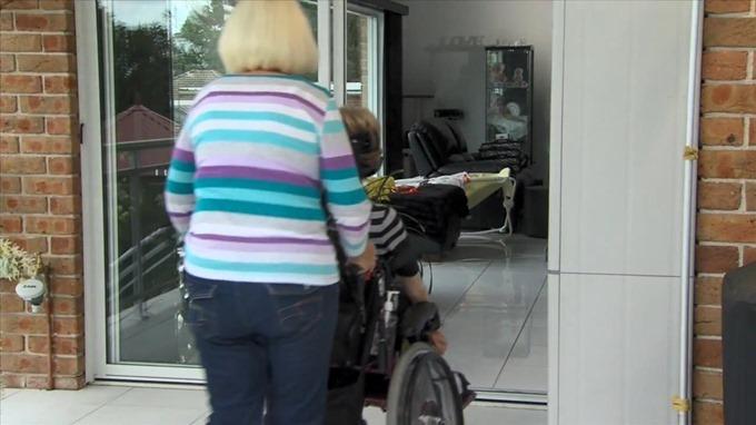 オートスライドで車椅子移動も簡単