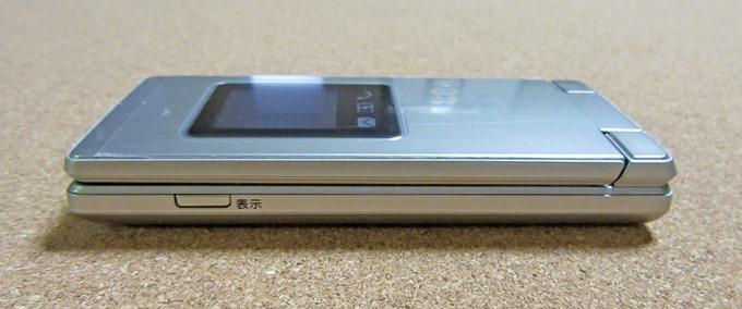 かんたん携帯9の表示切替用ボタン