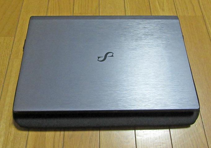 15.6インチのノートパソコンをAmazonノートパソコンケースに置いてみた状態