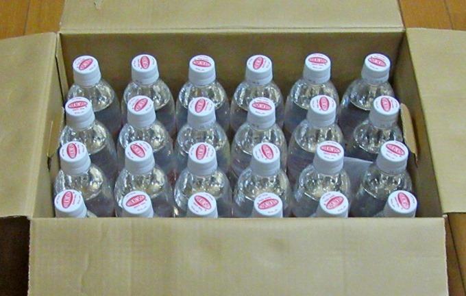 コカ・コーラゼロの箱にウィルキンソンオレンジのペットボトルが24本入っていた