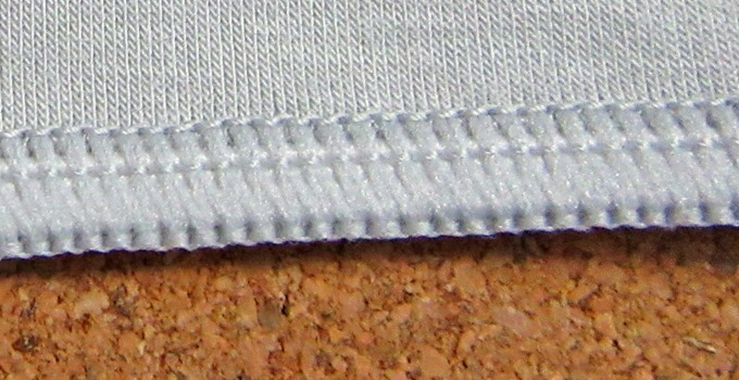 エアウォーム腹巻の縫い目