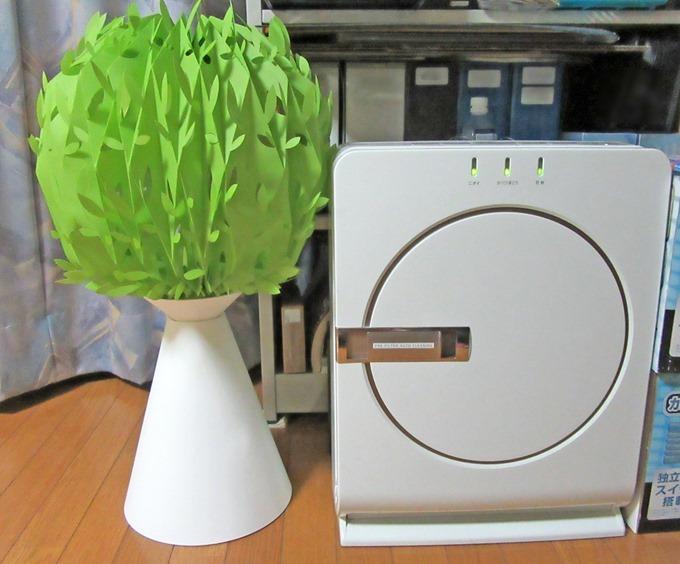 空気清浄機の横に置いたミスティツリー