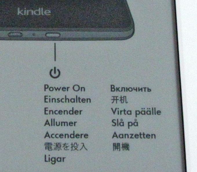 Kindle端末が対応している言語で電源オンにする方法が書かれている
