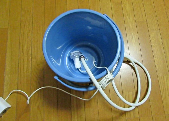 洗髪シャワーのポンプをお湯の中に放り込んで使う