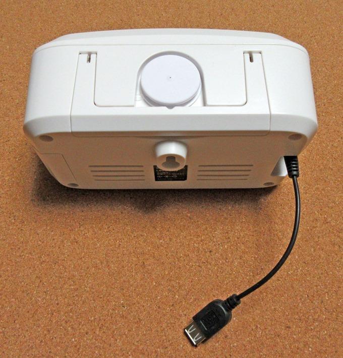 LEDランタンに充電用のUSBケーブルを差し込んだ状態