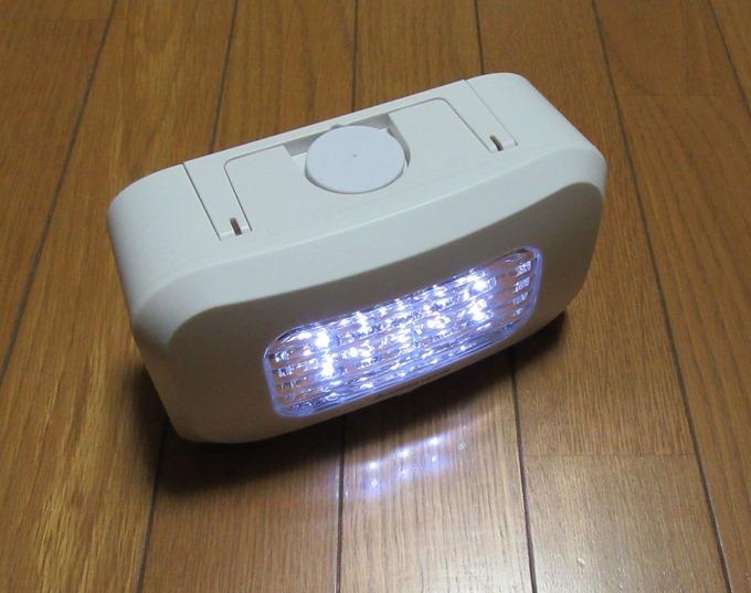 LEDライトを光らせた状態(斜め)