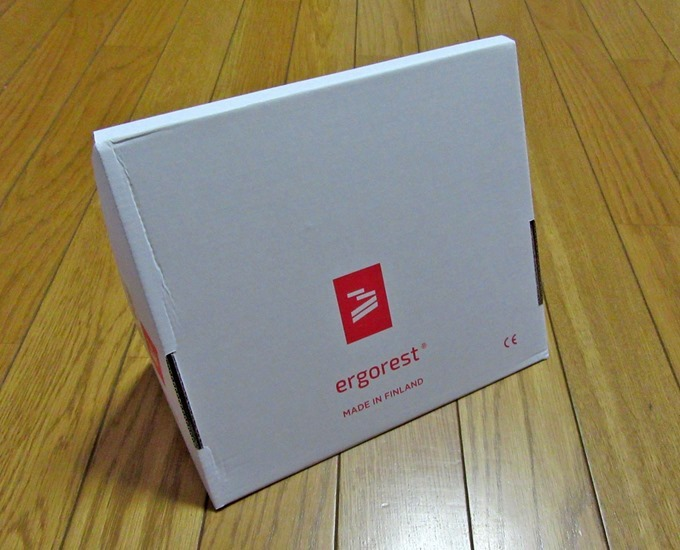 エルゴレスト・アームレストの箱