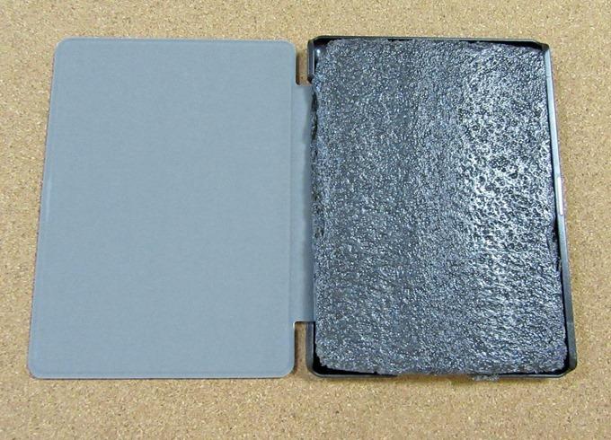 Kindle保護カバーの中に入っている緩衝材