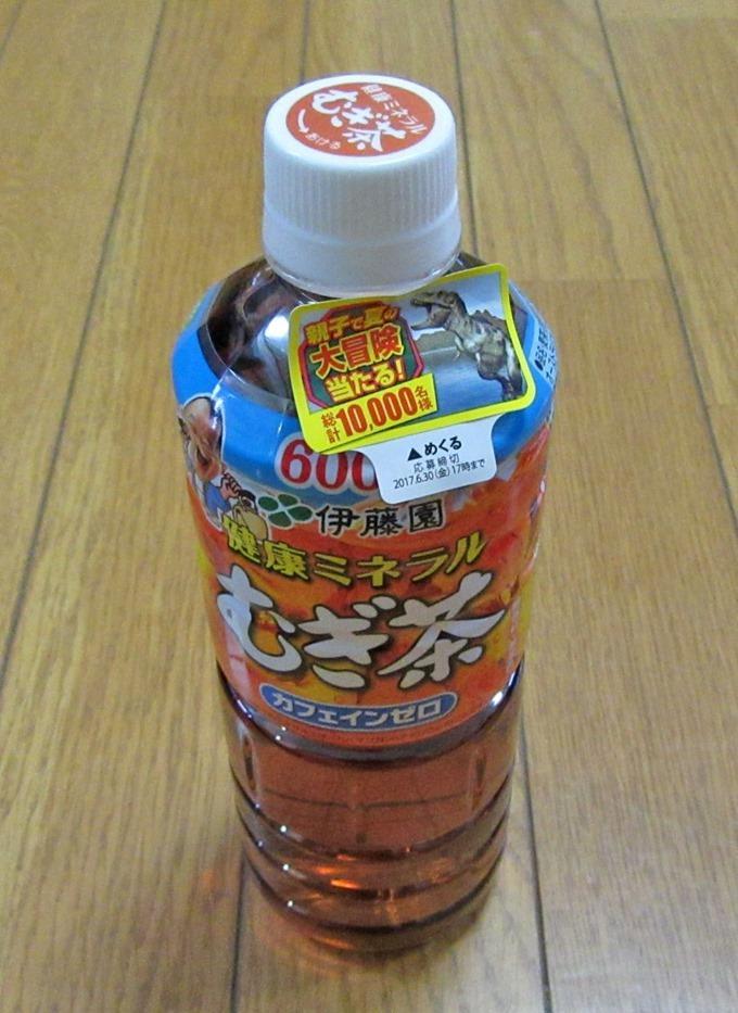 健康ミネラル麦茶のペットボトル