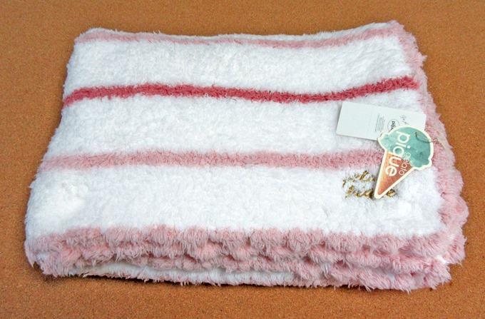 ジェラピケのブランケットを袋から出した状態(ピンク)