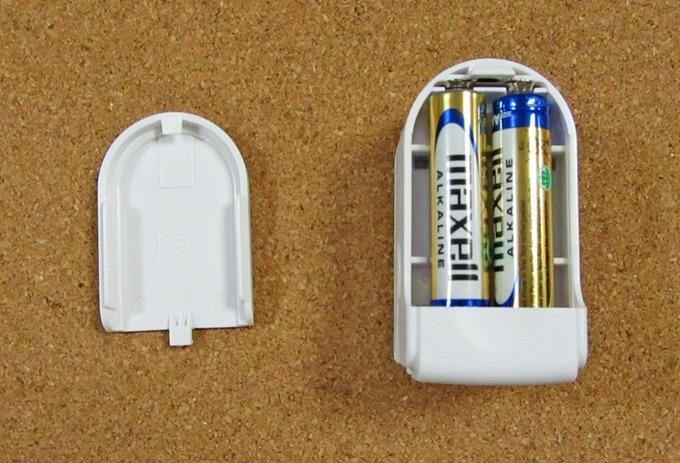 オキシメーターに単四電池を収納