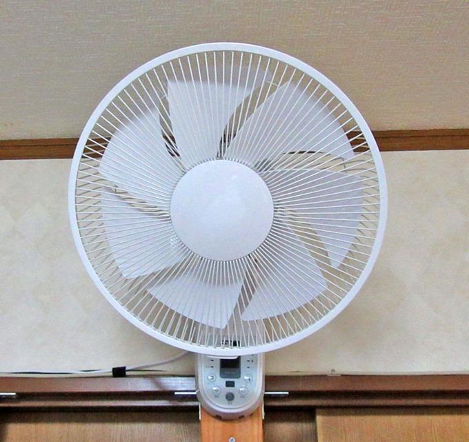 取り付けた壁掛け扇風機(正面)