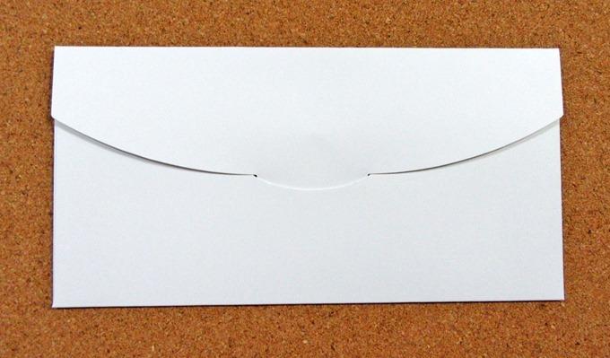 Amazonギフト券(商品券タイプ)の封筒の裏を織り込んだ状態