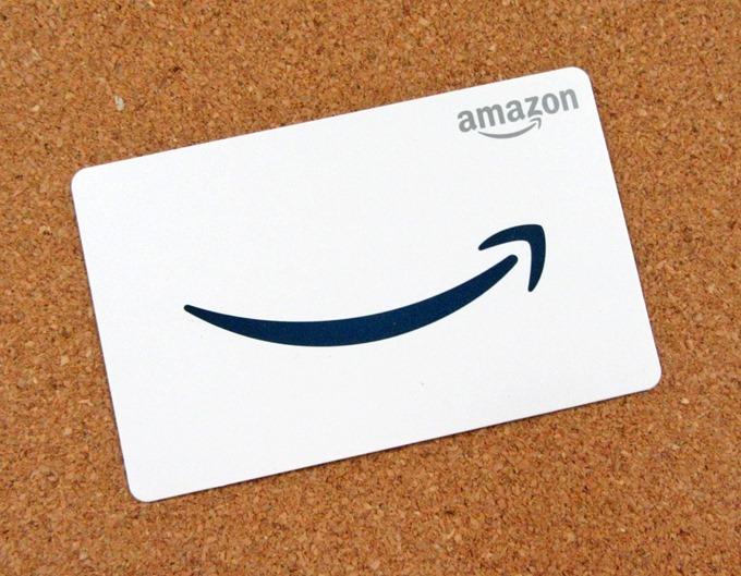 Amazonギフトカードのロゴも箱に合わせたマット・ネイビーカラー