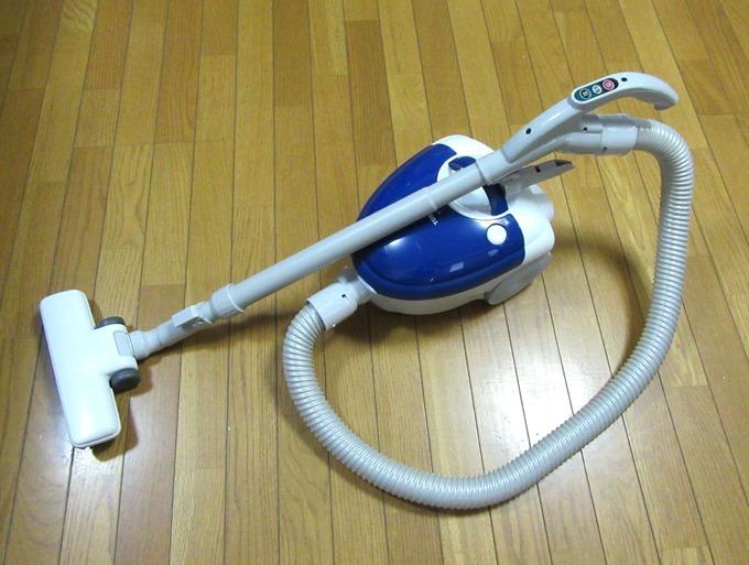 キャニスタータイプの家庭用掃除機