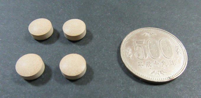 ボーコレンの錠剤の大きさを500円玉と比較