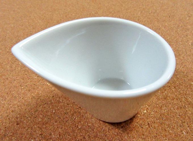 白い小鉢のドレッシングポット(横面)