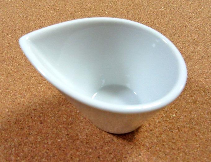 白い小鉢のドレッシングポット