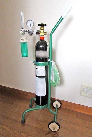 酸素ボンベ
